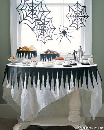 halloween%20cake%20stand%20and%20table.j